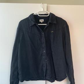Wrangler skjorte str. m  Nypris: 500 kr.  BYD