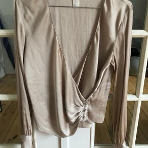 Smuk silkelignende skjorte fra H&M ✨