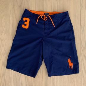 Polo Ralph Lauren bade shorts Utrolig god kvalitet, kan også bruges som normale shorts  Fitter størrelse Small   Næsten aldrig brugt, står som helt nye!  Skriv for bud ellers ydeligere spørgsmål:)