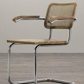 Fin frisvinger, vintage stol med armlæn, stel af forkromet stål. Sæde og ryg i fransk flet. Rigtig fin stand. Alm. siddehøjde der passer til moderne borde. Fin evt. som kontorstol. Billede 2, 3 og 4 er af min stol. Kan ses og afhentes i København NV i fuglekvarteret :-)