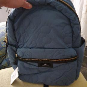 Day taske ægte . 350 kr meget behagelig og let. Sælges da min datter har en anden i overskue