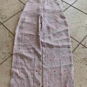 Nué notes bukser  Købt sidste sommer men er aldrig blevet brugt da det var et fejlkøb. Np 1800