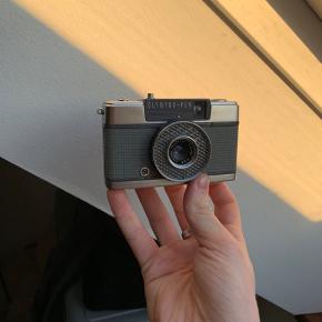 Sælger dette meget fine Olympus Pen EE 35mm film kamera, flot kamera lavet i metal og i en utrolig lille størrelse der er nemt at have med i lommen.