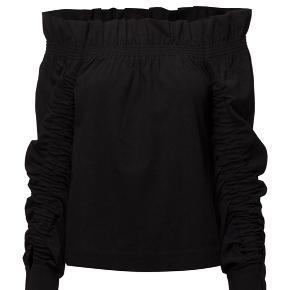 Paige Off Shoulder bluse fra Designers Remix. Brugt få gange. Nypris 1500 kr.
