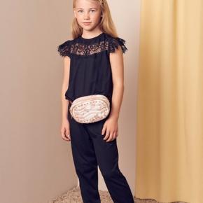 Ny buksedragt/jumpsuit sort str 8 år- smart delt i to - ny med mærke, nypris 499 desværre købt for lille, mp 299