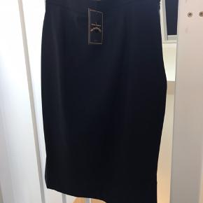 Sort Pencil nederdel. Str 46 (XL) Aldrig brugt.