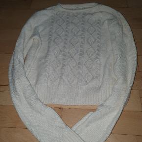 Rigtig sød strikket trøje fra H&M str 146-152. Num. Vasket, aldrig brugt. Np 179 kr   77 kr pp eller afhentning I Esbjerg Ø