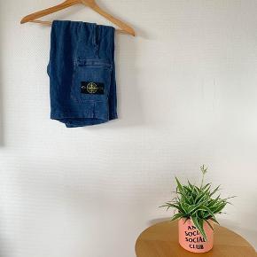 Stone Island Shorts Blå  Størrelse: Medium Condition: 8,5 (Lidt falmet i farven) Pris: 700kr  Bud, spørgsmål eller flere billeder, svares med et smil✌🏽