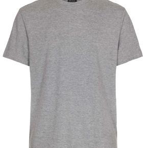 Sælger denne lysegrå Kappa t-shirt  Str Xs Mp 129 Mp BYD  Brugt få gange  Sælger da jeg ikke går med den mere   (Skriv for flere billeder)