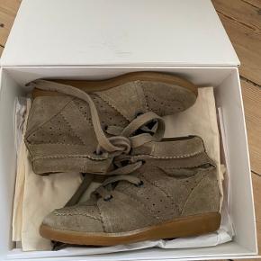 Army grønne isabel marant sko str.37. Passer i størrelsen. Dustbags og kasse medfølger. BYD!