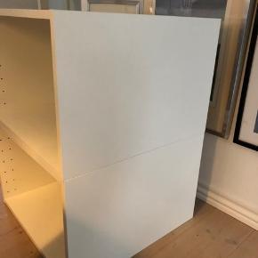 overskabe -underskabe  Stel Mærke METOD Købt til brug som underskabe til vaskemaskine og tørretumbler (se billede)  Ubrugte - kun samlet og boret til sokkelben. Med rist til udluftning og ledningsudtræk. Købt i Ikea, 2020 Mål: 60x60x40 Nypris pr. stk. : 240 kr.  1 stk. 150 kr. 2 stk. 200 kr.