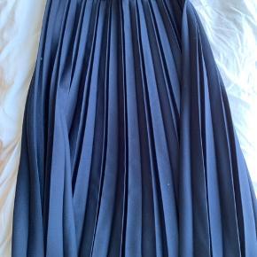 Fin nederdel kan passes af 42 - 44 Blå
