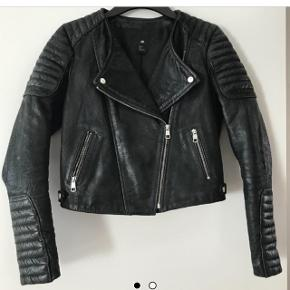 H&M læderjakke - Np: 1400 - ægte læder :)