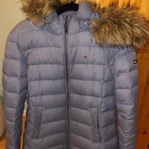 821aaa3c Tommy Hilfiger Jakke · Super fin jakke som også fitter en str. M Jakke Farve:  Grå Oprindelig købspris. 800 kr.