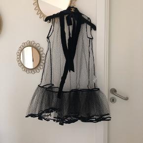 Helt unik og fantastisk Cecilie Bahnsen kjole sælges! Størrelse UK 8/US 4 = passer en dansk størrelse S og M. Pris: 2400kr