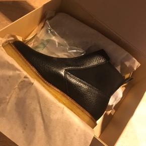 Vildt lækre støvler, som jeg desværre ikke kan passe 😭  Støvlen er en str. 39, MEN fitter uden tvivl en str. 38!