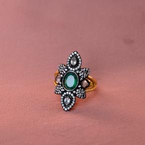 Jeg sælger denne ring jeg fik i julegave men den er dsv for stor til mig  Str:53  Np:600 kr  BYD endelig realistisk