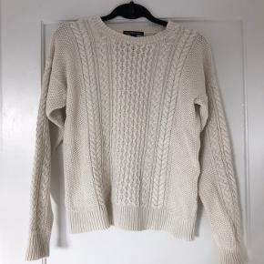 Sweater fra mango.   Køber betaler porto eller afhentes hos mig tæt ved Femøren, Amager. Bytter ikke. Fast pris.
