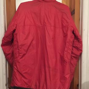 Nice light Helly Hansen jacket, 2 side and 1 breastpocket, casing at the waist. Great to use as mid layer skiing or hiking or as it is!