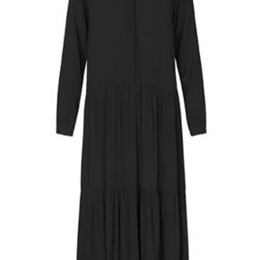 Lækker kjole fra mbym ,aldrig brugt mærker stadig på . Bytter ikke . Ved ts handel betaler køber  gebyr .