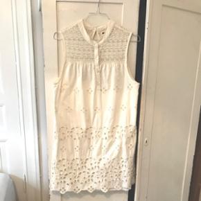 Vintage agtig kjole med smukke detaljer. Kan ikke huske nypris. Sælges billigt 👌🏼