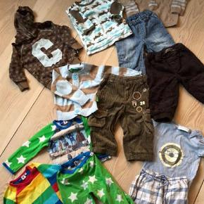 Tøjpakke fra Molo, Mini A Ture og CupCake 12 lækre dele fra gode mærker i str. 80 cm / 1 år. Oprindelig købspris: 2800 kr.  12 super lækre dele fra Molo, Mini A Ture og Cupcake. Fra Molo, to bluser og et par hyggebukser med stjerner. det er fint men ok brugt.  Fra Mini A Ture, brune forede bukser, jeans, ternede bukser alle i super god pasform og en kortærmet t-shirt. Fra Cupcake, et par bukser i fløjl, en bomuldscardigan med striber, hættetrøje med C på maven, velourbluse med elge og en uld-strik med 1 tal på maven, hvor der dog er en plet lige midt på tallet. Alt dette lækre tøj for kun 250 kr.
