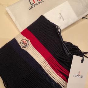 Super lækker halstørklæde fra Moncler i super stand! Mp. 800