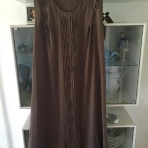 Varetype: Kjole graviditets kjole  Farve: Brun Oprindelig købspris: 499 kr.  Fin graviditetskjole brugt få gange
