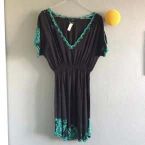 Asos kjole med elastik i taljen.  Str 12. Vil mene den passes af både str s og m