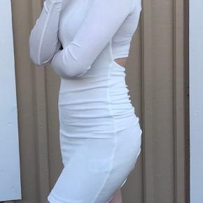Virkelig flot ginatrocot kjole men god stræk, størrelse s men kan også passes ad xs og en lille m, sidder virkelig godt  Har desværre aldrig fået den brugt, så den er helt ny :))