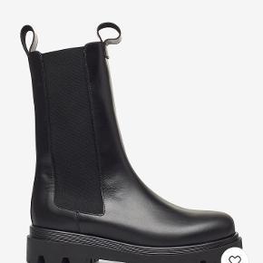 Flattered støvler