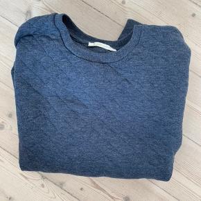 Sweater fra Pieces, den er aldrig brugt.