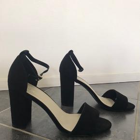 aa795af0d79 Sælger disse højhælede sko, som ALDRIG er brugt. Mærket hedder NLY shoes.  Sælger