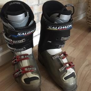 SALOMON skistøvler  - str. 43 1/3 - været brugt på 2 skiture - stand 7/10, kun overfladisk slid - nypris 2000,-
