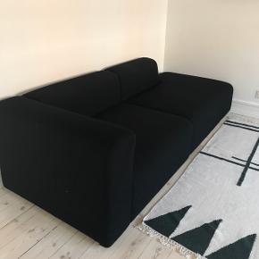 To HAY Mags sofamoduler i sort uld. Måler sammensat H135xB240xD95 cm. Har lidt brugsspor efter to år i brug.  Nypris 16.000+ kr.  Se også mine øvrige annoncer