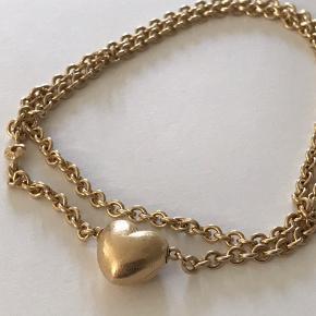 Fint smykkesæt i 14 K guld med hjertelås samt kraftigere kæde. Sælges samlet