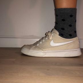 Reto-lignende, beige Nike sneaks (ligner Nike SB model) Str. 38-39