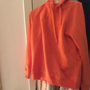 Super lækker blød sweater fra Gina Tricot. Men desværre er farven ikke så god til mig. Mærket er stadig i. BYD