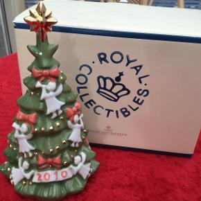 Royal Copenhagen i æske  Et samler objekt   Se billederne   2010 juletræ   Mobile pay haves   Sender + Porto 39 kr gls