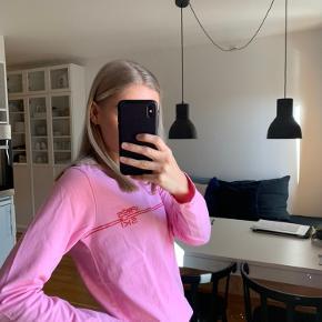 Envii langærmet t-shirt Brugt få gange  Kommer fra røgfrit hjem. Kan sendes eller afhentes på Amagerbro