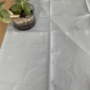 Kvalitets dug fra Beirholms væverier  Helt ny stadig med emballage  137x270  cm