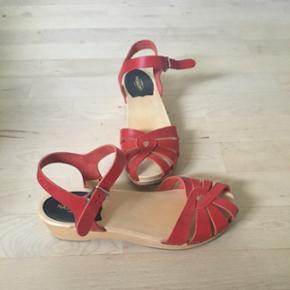 Super seje træsko sandaler i rød.
