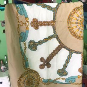 Lækkert tørklæde som kan bruges som top, ses på en xs men kan passes af de fleste!:)