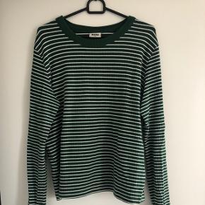 Grøn og hvid stribet bluse fra weekdayRigtig fin stand!💛
