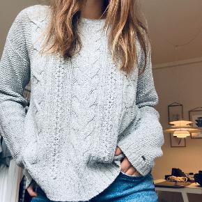 Oversized strik fra TH, brugt få gange. 55% cotton, 34% acrylic, 11% wool