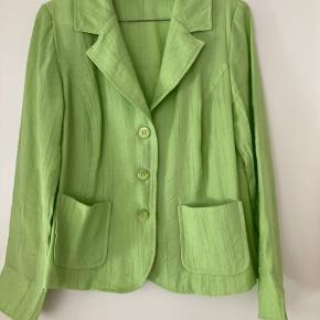 Let jakke i dejlig sommer grøn farve fra Sol-Design i str 38 (sælges for min Mor 😉)