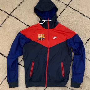 Købte den i Barcelona for nogen år siden, har brugt den 1 gang siden da. Den er købt i Barcelonas stadium Camp Nou. Byd gerne ellers står pris ovenover😊