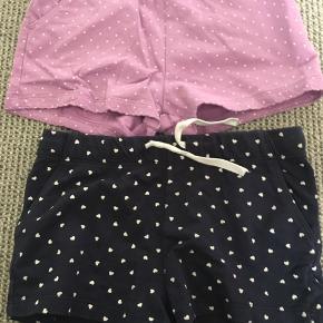 2 par shorts. 25 kr pr stk eller begge par for 40kr