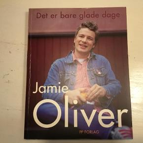 Jamie Oliver - Det er bare glade dage  Stor hæftet bog på dansk - 316 sider  Se også mine andre annoncer og spar evt. på portoen :)