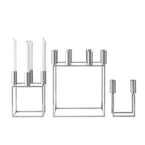 Lysestager Kubus 8 og 4 fra By Lassen i nikkel. Kubus er designet af Mogens Lassen og har plads til henholdsvis 4 og 8 stearinlys.  Mål: 23 x 23 cm & 14 x 14 cm.  Farve: Nikkel Materiale: Ubehandlet nikkelbelagt metal.  Rengøring: Tør af med en fugtig klud.  Har 1 kubus8 og 2 kubus4 til salg  Prisen for K8 er 1800,- (nypris 3299,-) Prisen for k4 er 750,- (nypris 1599,- )  Priserne er pr. Stk.  OBS! (Den store er reserveret til på mandag)